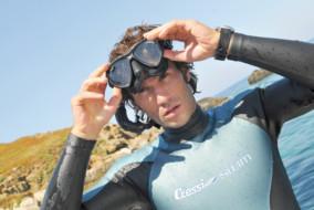 rivista-pesca-subcressi-swim-guillaume-nery-con-muta-glaros-e-maschera-eyes-evolution-black